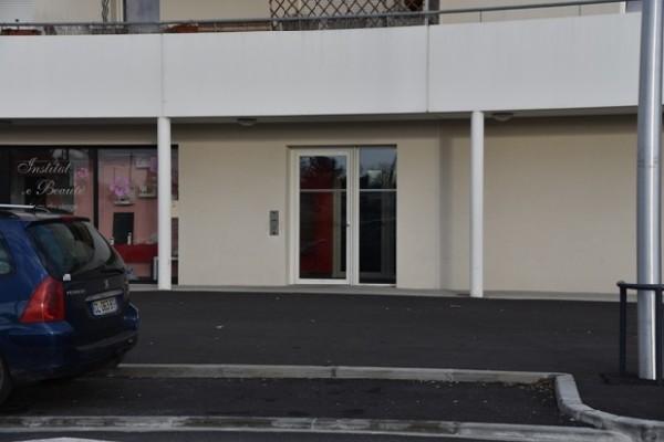 Extérieur : le cabinet est situé au Rez de chaussée de l'immeuble face au centre commercial Malartic